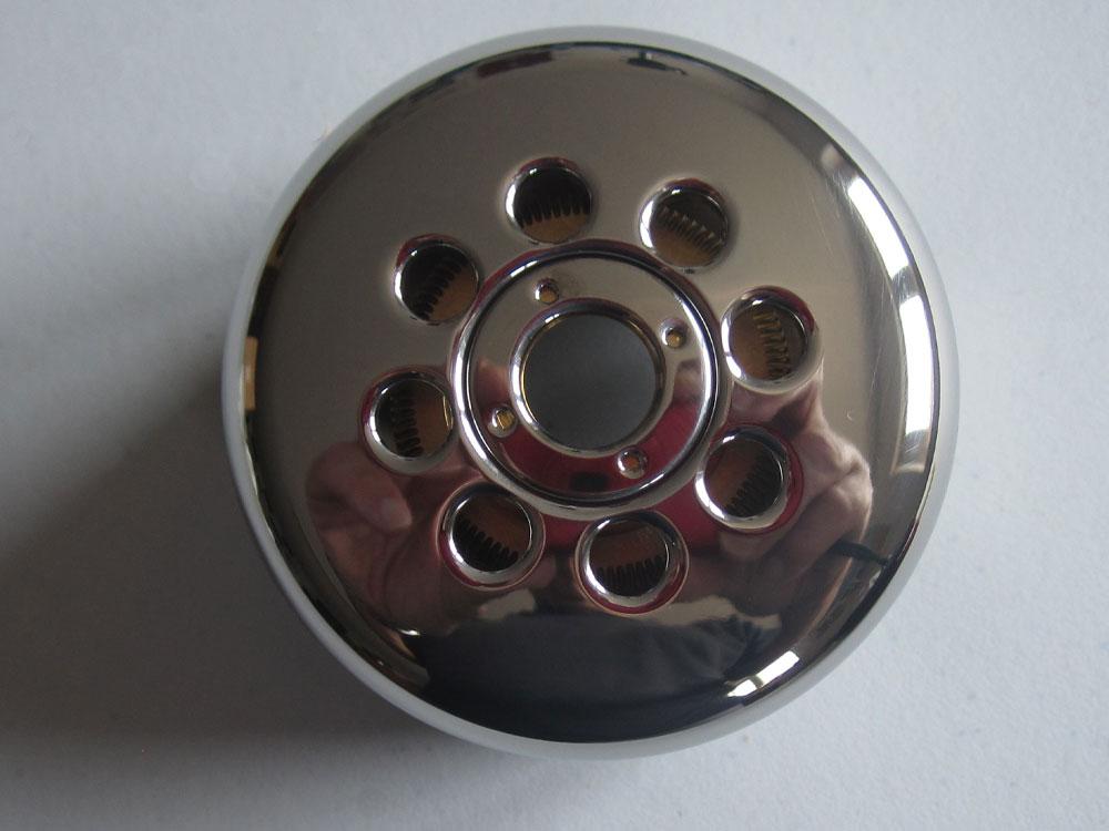 Das Bild zeigt einen Wehnelt-Zylinder von oben betrachtet, der bei FEI-Elektronenmikroskopen verwendet wird.